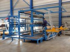 Nieuwbouw ultrasoon snijmachine voor het snijden van ongebackt tapijt.